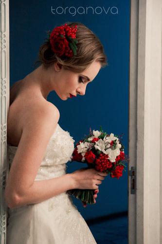 Букет невесты и заколка из калины
