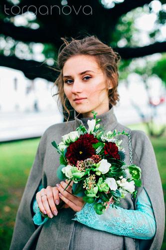 Букет невесты с георгинами, суккулентом и хелеборусом