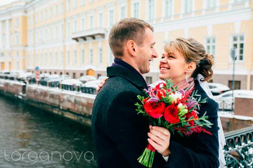 Глориоза и пионовидные розы в свадебном букете