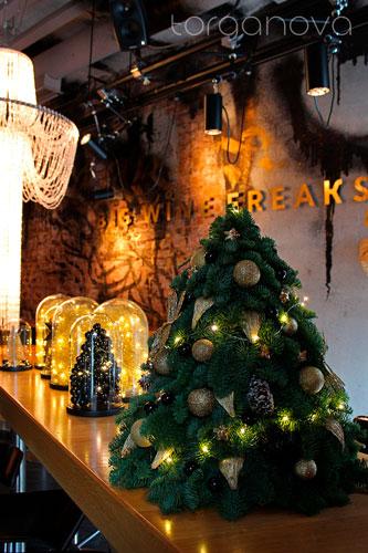 Новогоднее оформление винного бара «Big Wine Freaks»