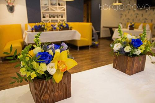 Жёлто-синяя свадьба в кафе Bjork